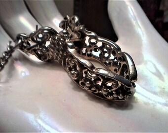 Silver Glove Clip