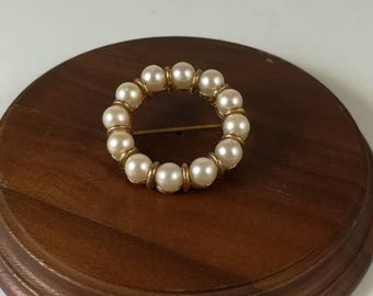 Vintage costume jewelry pearl and gold brooch