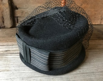 1940s Black Felted Hat Henry Pollak New York, Netting and Ribbon Bow