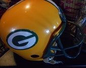 Vintage Green bay Packer helmet great condition, good for costume, autographs a piece of Americana