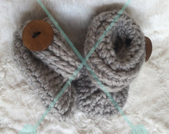 Baby Shoes Crocheted with Cuffs and Buttoned, unisex baby booties, gender neutral baby, baby booties, baby shower gift, crochet booties