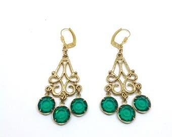Pierced earrings, Emerald earrings,gold tone, green earrings ,vintage earrings- green dangle drop earrings