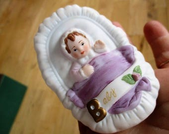 Vintage Enesco Baby Girl Figurine girl in basket Good Vintage condition Waving baby in basket China Galore