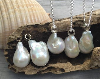 Baroque pearl pendant. Sterling silver.