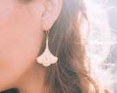 Boucles d'oreilles REINE, bijou cuir et or fin, rose poudré