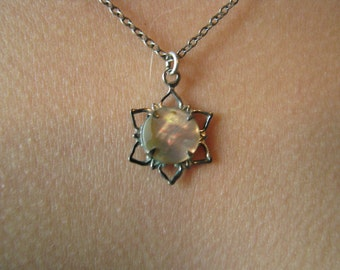 Vintage Silver Tone Mother of Pearl Star Flower Pendant Necklace