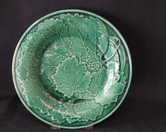 vintage green majolica pottery decorative plate leaves