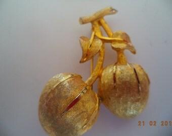 Vintage  Sarah Coventry Goldtone Cherries  Brooch/Pin