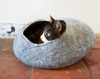 Cat Bed Cat Cave Cat House Natural Grey Felted cat pod - Larger size with free Ball