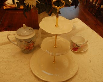 MaryAnne Creme 3 Tiered Serving Tray/Cake Stand/Tea Stand, 2 Petal Shaped dishes, Wedding, Receptions, Anniversaries, Versatile White(P331)