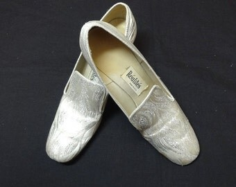 1970s Vintage Realites Silver Brocade Shoes with Box, Sz 7.5, 2 1/8 In. Heels, Oomphies Shoes, Silver Prelude Pumps, Vintage Shoes, Clothing