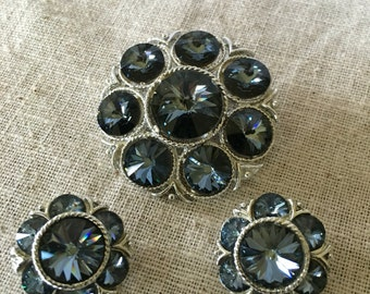 Beautiful Brooch and Clip-on earrings