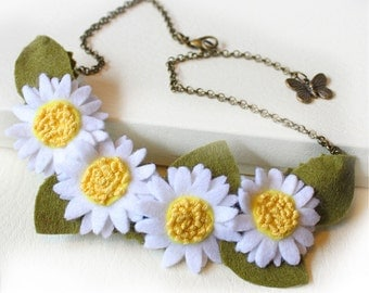 Daisy Necklace, White and Yellow Daisies Statement Necklace, Hand Embroidery Felt Jewellery, Summer Wedding Idea, Daisy Chain Gift