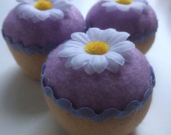Felt play food - felt cupcakes - felt daisy cupcakes - cupcake