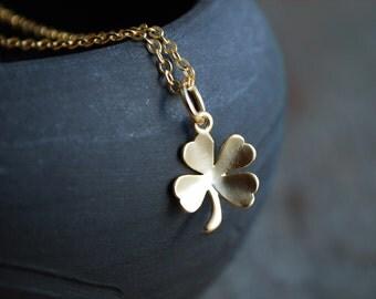 Lucky charm . 4-leaf clover charm necklace