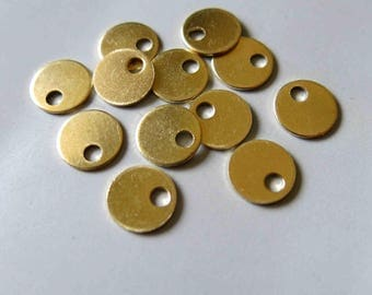 100pcs Raw Brass Round Charms, Pendants 7.5mm - F525