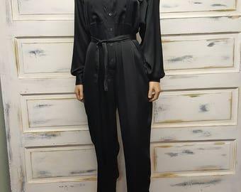 Sweet vintage 80s 90s black polyester belted jumpsuit!! Liz Claiborne; size 8