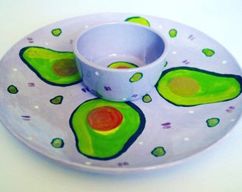 Avocado dip bowl and large plate