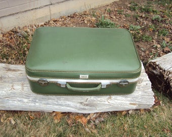 1960s Avocado Green Amelia Earhart Luggage/ Mid Century Suitcase/ 60s Suitcases/Luggage/ Vtg Wedding Card Holder/Display Luggage 20 X 15 X 6