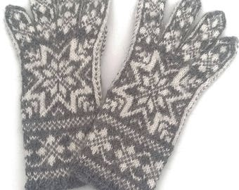 Handknitted Norwegian Gloves in Alpaca wool, Snowflake