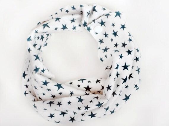 Flannel Baby Infinity Scarf, Green Baby Gift, Stars baby scarf, Toddler scarf bib, Green teething bib, Green and white, Star print drool bib