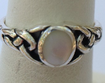 Vintage Sterling silver mother of pearl ring.