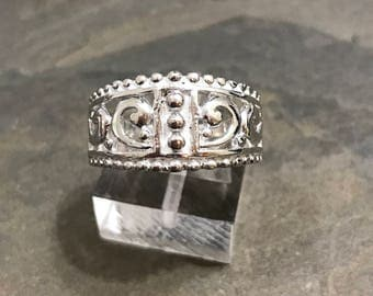 Size 7, vintage sterling silver handmade ring, fine 925 silver band with whirl filigree details, stamped 925 MD