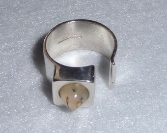 Ring. Sterling Silver and Stone. Finland (Valiokorut Oy). Vintage.