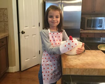 "Child's Apron and Oven Mitt, Triangle - check measurements 4+ (child in photo is 3'11"")"
