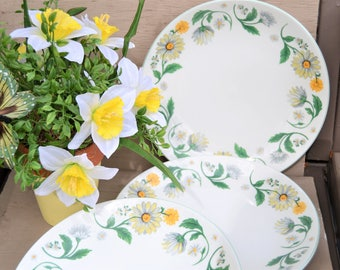 DAISY GARDEN  DISHES Set of Three Large Dinner Plates Yellow Blue Grey Daisies Green Leaves