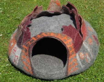 Felted Wool Cat Cave ''PALACE''. Cat House, bed. Made in SCOTLAND,Edinburgh by Feltingstudio