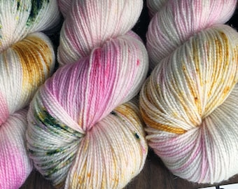 """Twinkle Toes Sock 75/20/5 Hand-Dyed Speckled Sock Yarn -438yds """"Experiment 096"""""""