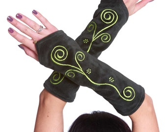 GREEN VELVET ARMWARMERS, pixie wrist warmers, hippy gloves, fairy fae festival clothing, fae arm warmers, psy trance clothing, boho gloves