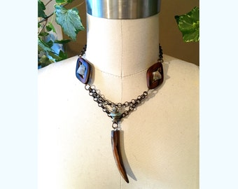 GILDED-MANE JEWELRY Pendant Necklace in Natural Wood, Agate & Turquoise