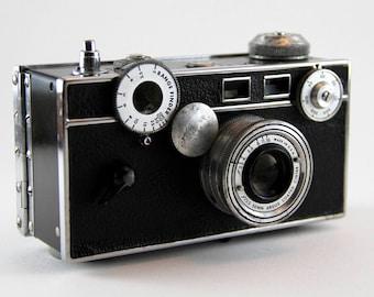 """Argus """"Brick"""" Rangefinder 35mm Camera"""