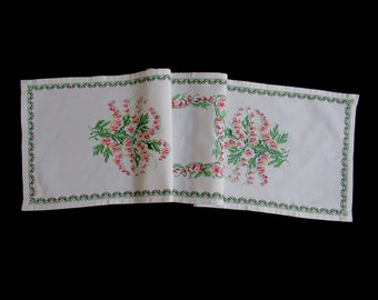 Vintage handmade cross-stitched long tablerunner -- white runner with hand-cross-stitched flower bouquets -- 55.5x15 inches / 140x38 cm