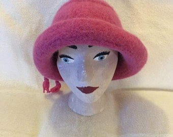 Medium pink wool felted hat with cord