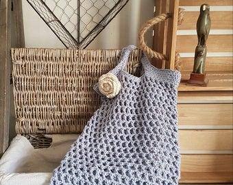 Shopping bag crochet pattern | Rose brooch crochet pattern | The Little Songbird Knitting Co