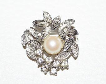 Small 50s 60s brooch pearl brooch