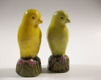 Canaries Salt & Pepper Shakers, Vintage Ceramic Birds Salt and Pepper Shaker Set, Vintage Parakeets Salt and Pepper Set, Yellow Birds
