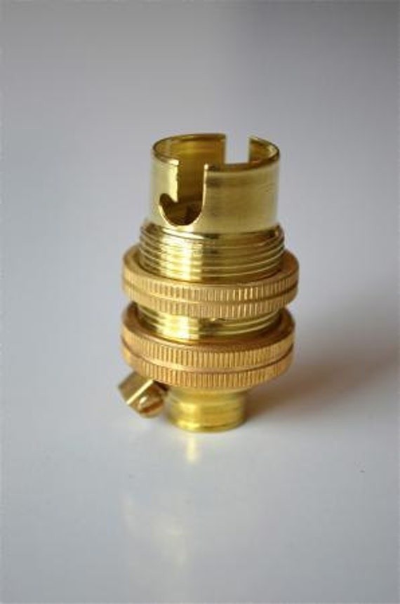 Small brass bayonet b fitting bulb holder earthed with shade