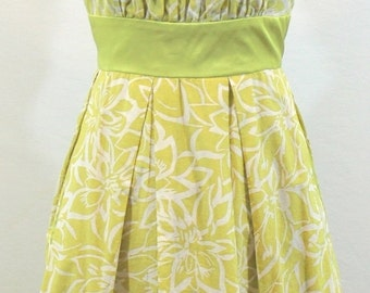 30% Off Sale Chartreuse Green Cotton and Silk Sleeveless Dress w/ floral design. By Donna Ricco. Sweet dress, summer dress, pretty dress, fe