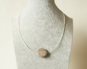 Natural stone Pebble necklace Griffin jewelery wire silver plated natural stone necklace of river pebbles