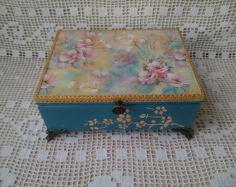 Decoupage box Tea Box Bag for small items Box for pins, box for jewelry Gift woman, feminine decor of the room, box of tea in the kitchen.