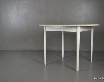 Retro White Formica Round Dining Table