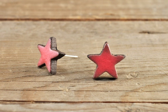 MINI glossy coral star stoneware stud earrings