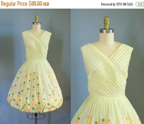 SALE 15% STOREWIDE 1950s yellow cotton sundress/ 50s cross bodice floral dress/ small