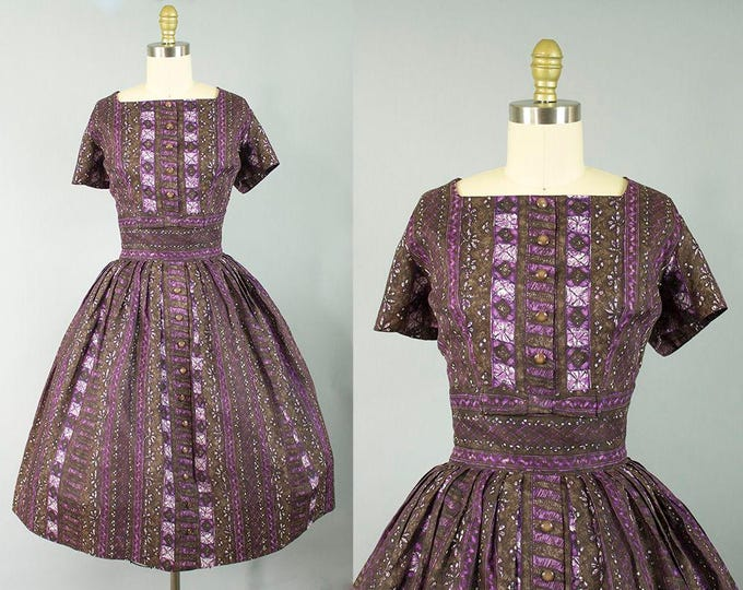 1950s patterned cotton dress/ 50s brown and purple short sleeve sundress/ medium