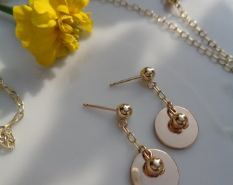 585-er gold earrings with a bare trailer of two