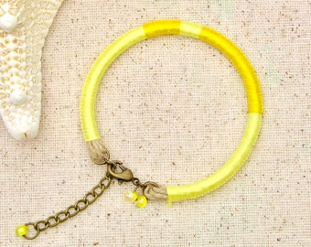 Yellow thread bracelet . boho yellow bracelet . yellow embroidery floss bracelet . yellow friendship bracelet . striped lemon yellow macrame